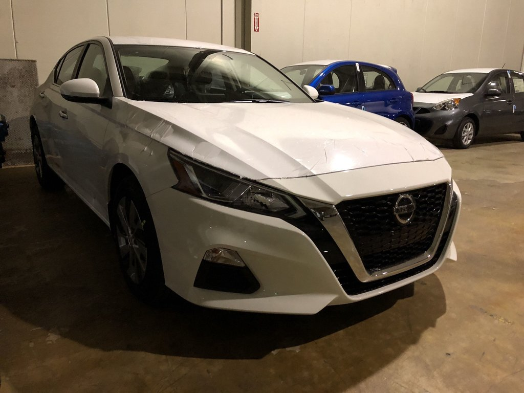 2019 Nissan Altima Sedan 2.5 S CVT in Mississauga, Ontario - 2 - w1024h768px