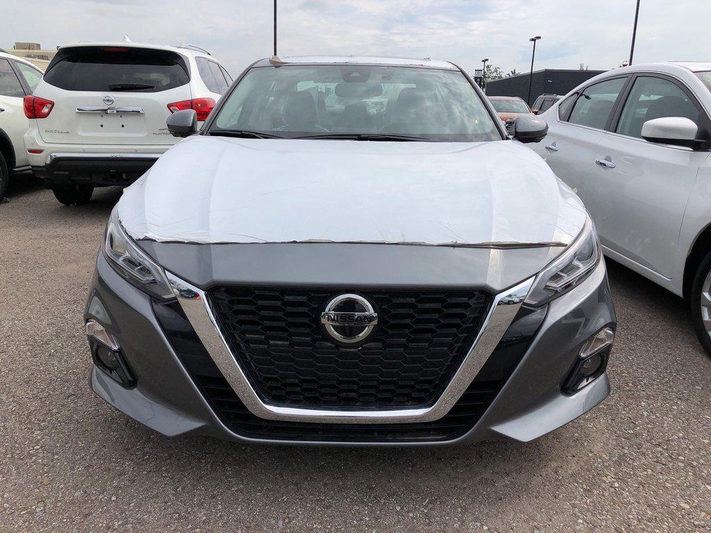 2019 Nissan Altima Sedan 2.5 Platinum CVT in Mississauga, Ontario - 2 - w1024h768px