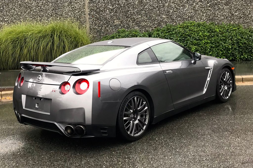 2016 Nissan GT-R Premium Edition in North Vancouver, British Columbia - 11 - w1024h768px