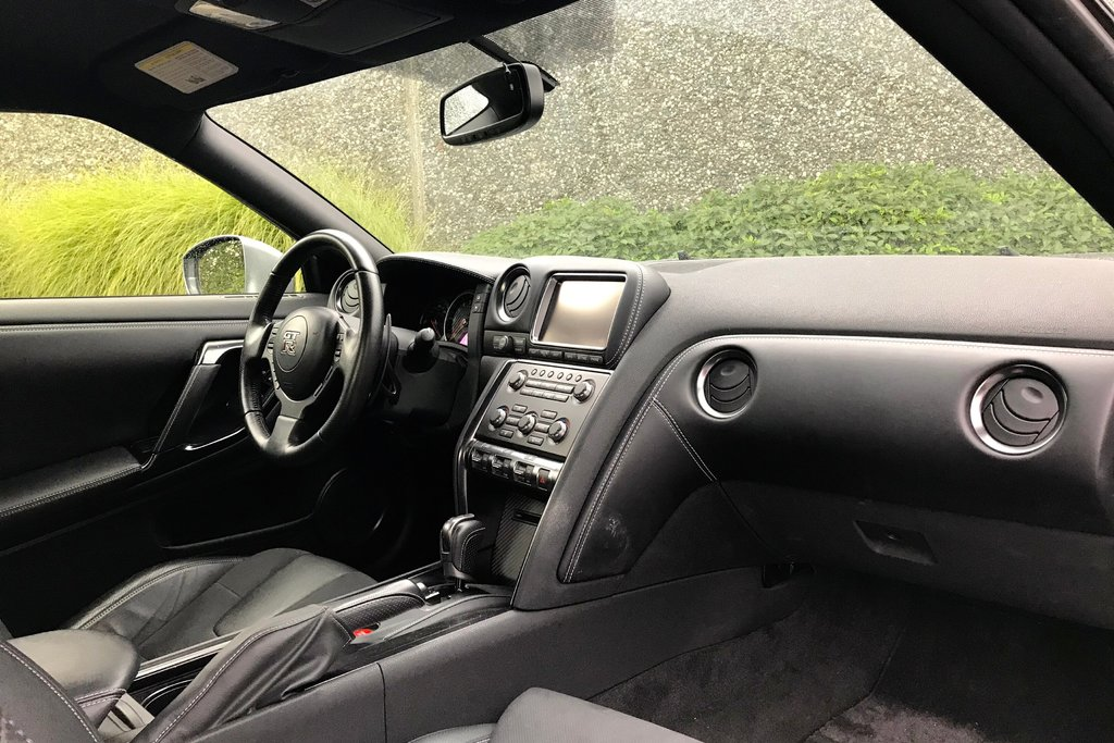 2016 Nissan GT-R Premium Edition in North Vancouver, British Columbia - 12 - w1024h768px