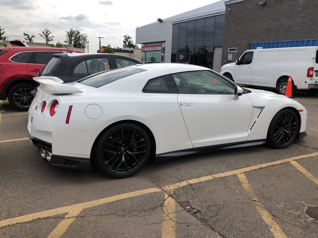 2019 Nissan GT-R Premium Edition in Mississauga, Ontario - 5 - w1024h768px