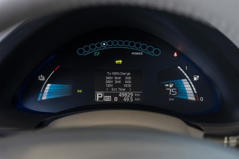 2015 Nissan Leaf SV in Langley, British Columbia - 34 - w1024h768px