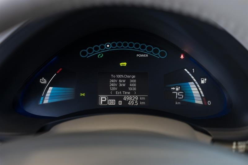 2015 Nissan Leaf SV in Langley, British Columbia - 14 - w1024h768px