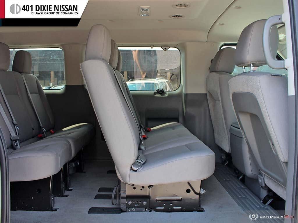 2018 Nissan NV 3500 Passenger SV V8 Standard Roof in Mississauga, Ontario - 23 - w1024h768px