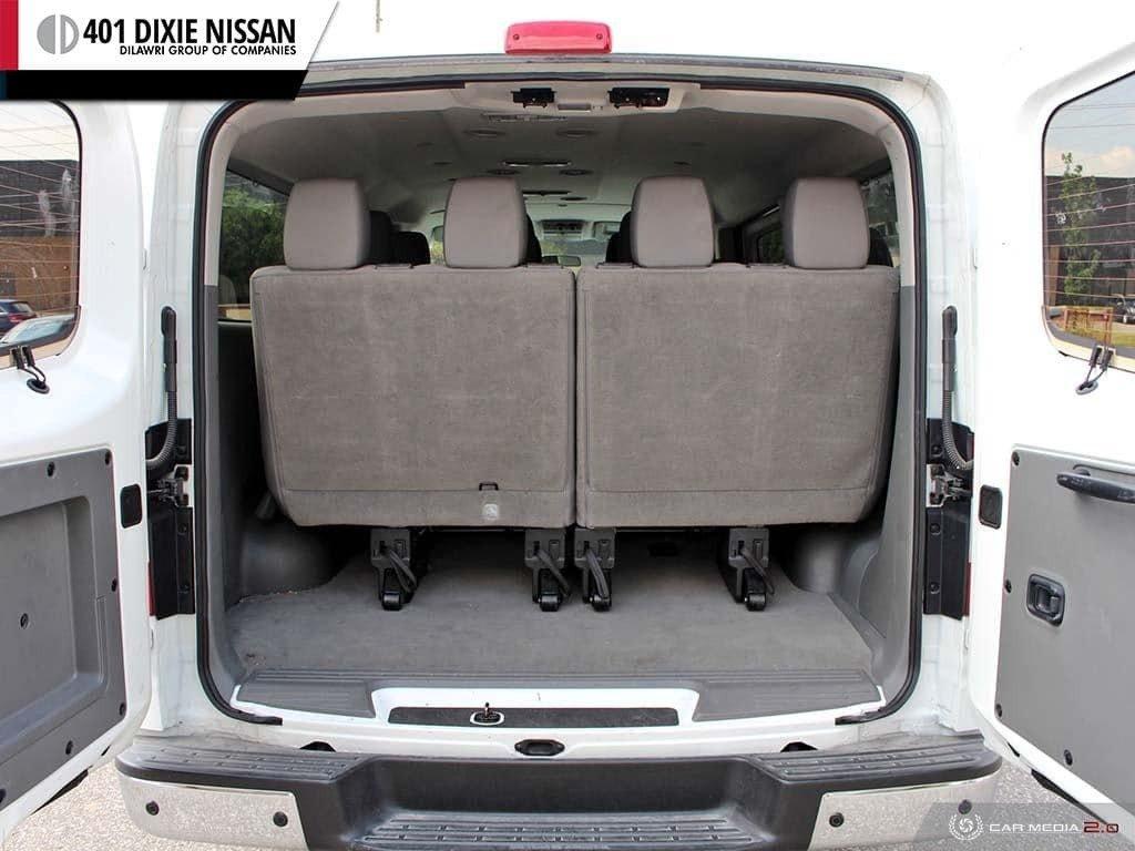 2018 Nissan NV 3500 Passenger SV V8 Standard Roof in Mississauga, Ontario - 11 - w1024h768px