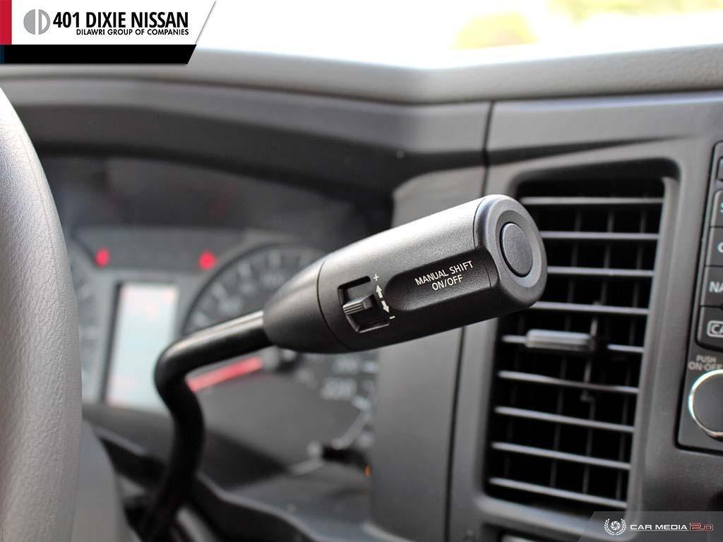 2018 Nissan NV 3500 Passenger SV V8 Standard Roof in Mississauga, Ontario - 19 - w1024h768px
