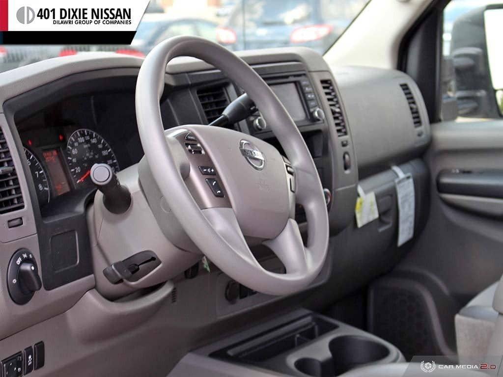 2018 Nissan NV 3500 Passenger SV V8 Standard Roof in Mississauga, Ontario - 13 - w1024h768px