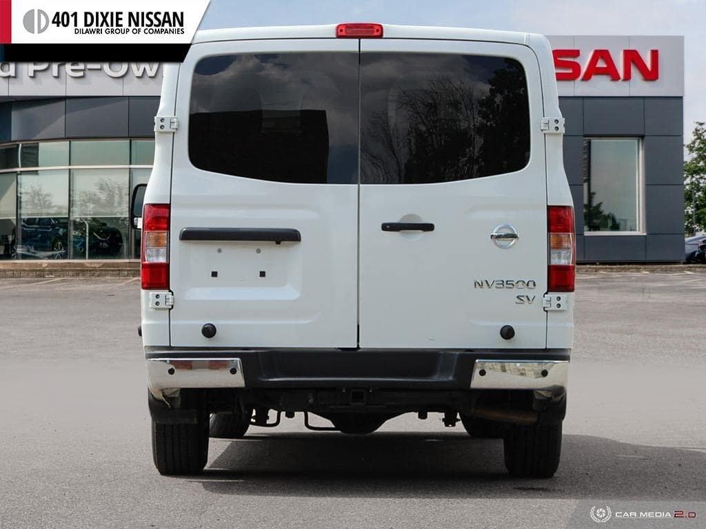 2018 Nissan NV 3500 Passenger SV V8 Standard Roof in Mississauga, Ontario - 5 - w1024h768px