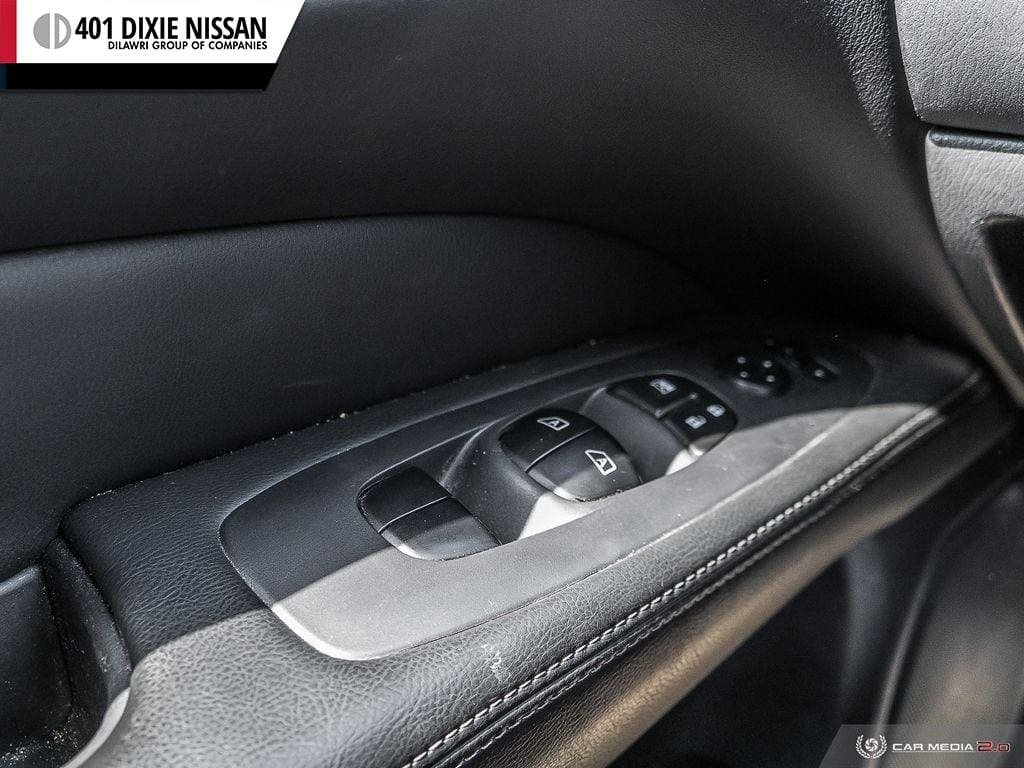 2016 Nissan Pathfinder SL V6 4x4 at in Mississauga, Ontario - 16 - w1024h768px