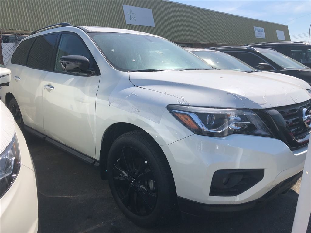 2018 Nissan Pathfinder Midnight Edition V6 4x4 at in Vancouver, British Columbia - 3 - w1024h768px