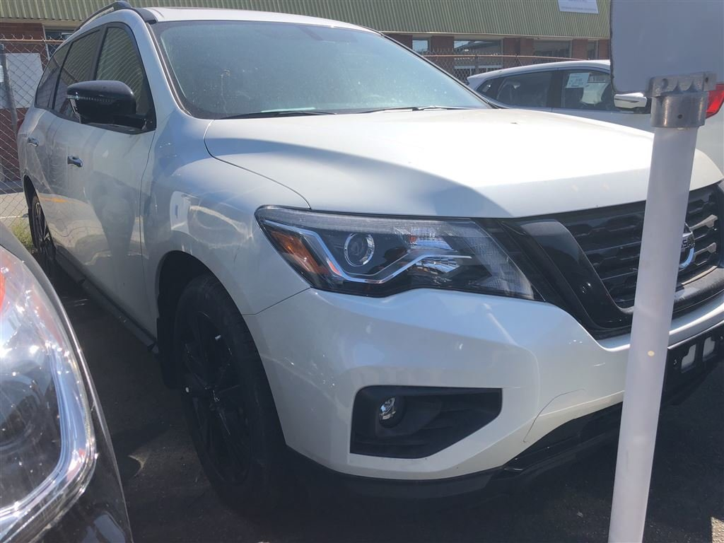 2018 Nissan Pathfinder Midnight Edition V6 4x4 at in Vancouver, British Columbia - 2 - w1024h768px