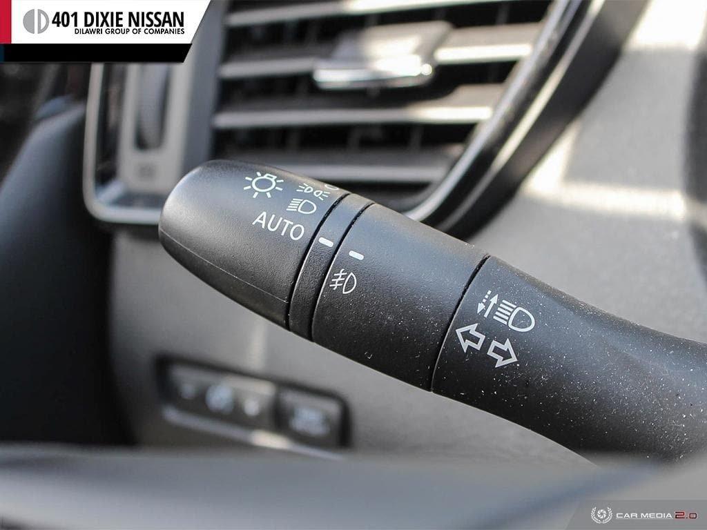 2017 Nissan Qashqai SV AWD CVT in Mississauga, Ontario - 15 - w1024h768px