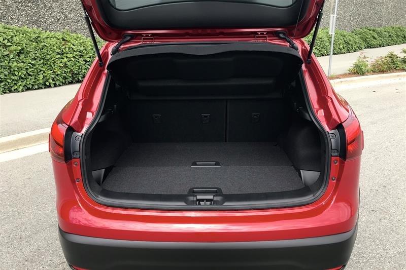 2019 Nissan Qashqai SV AWD CVT in North Vancouver, British Columbia - 5 - w1024h768px