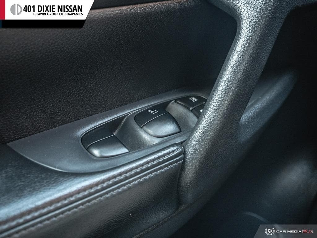 2014 Nissan Rogue S FWD CVT in Mississauga, Ontario - 17 - w1024h768px