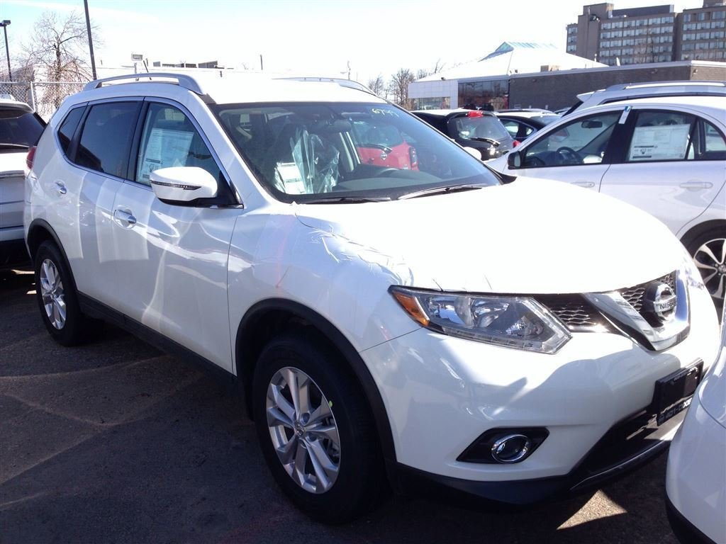 2016 Nissan Rogue SV AWD CVT in Mississauga, Ontario - 2 - w1024h768px