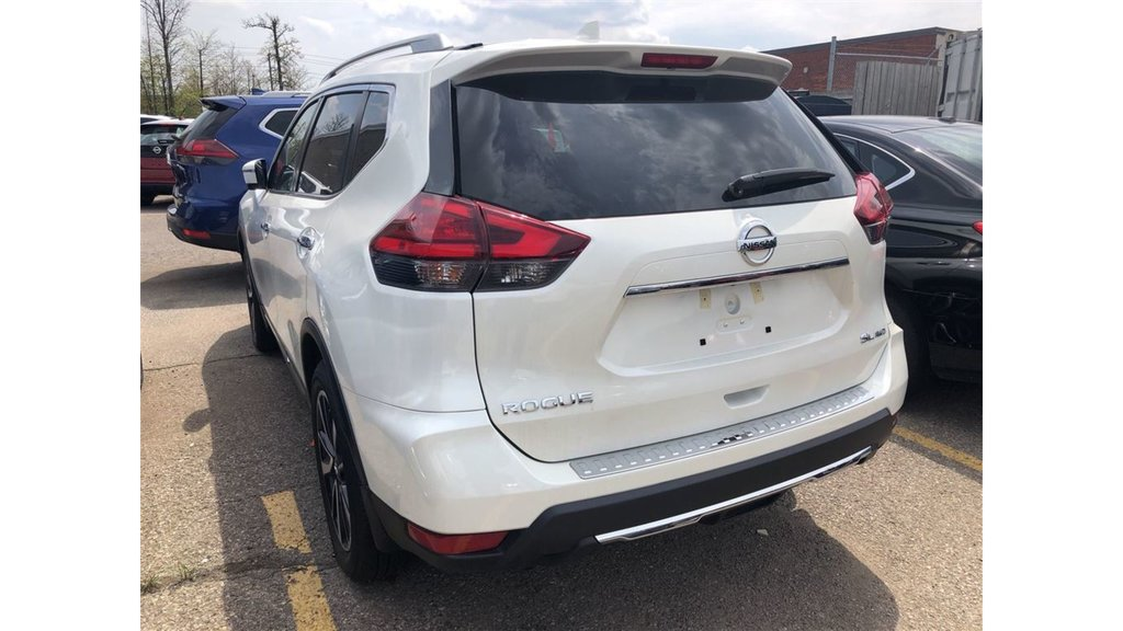 2017 Nissan Rogue SL Platinum AWD in Mississauga, Ontario - 2 - w1024h768px