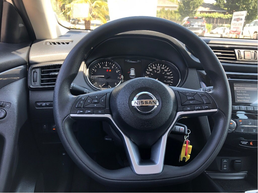 2017 Nissan Rogue S FWD CVT in Vancouver, British Columbia - 41 - w1024h768px