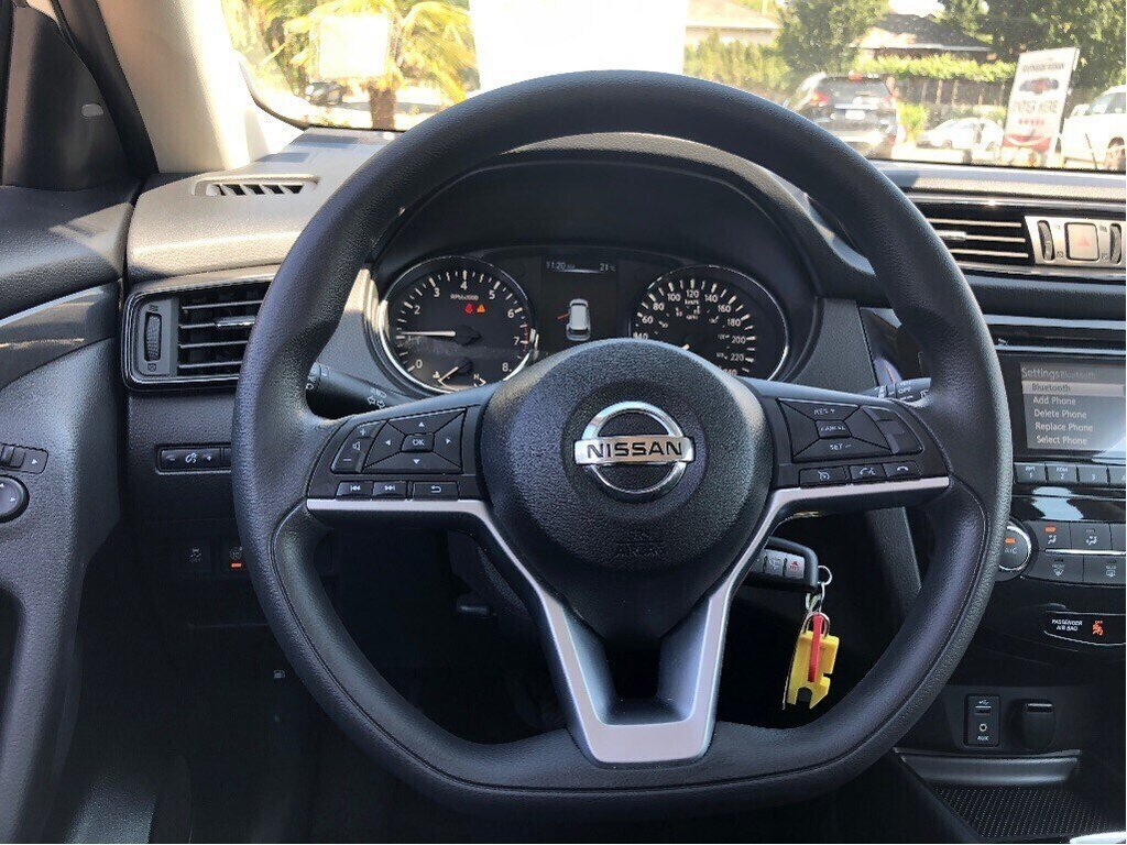 2017 Nissan Rogue S FWD CVT in Vancouver, British Columbia - 19 - w1024h768px