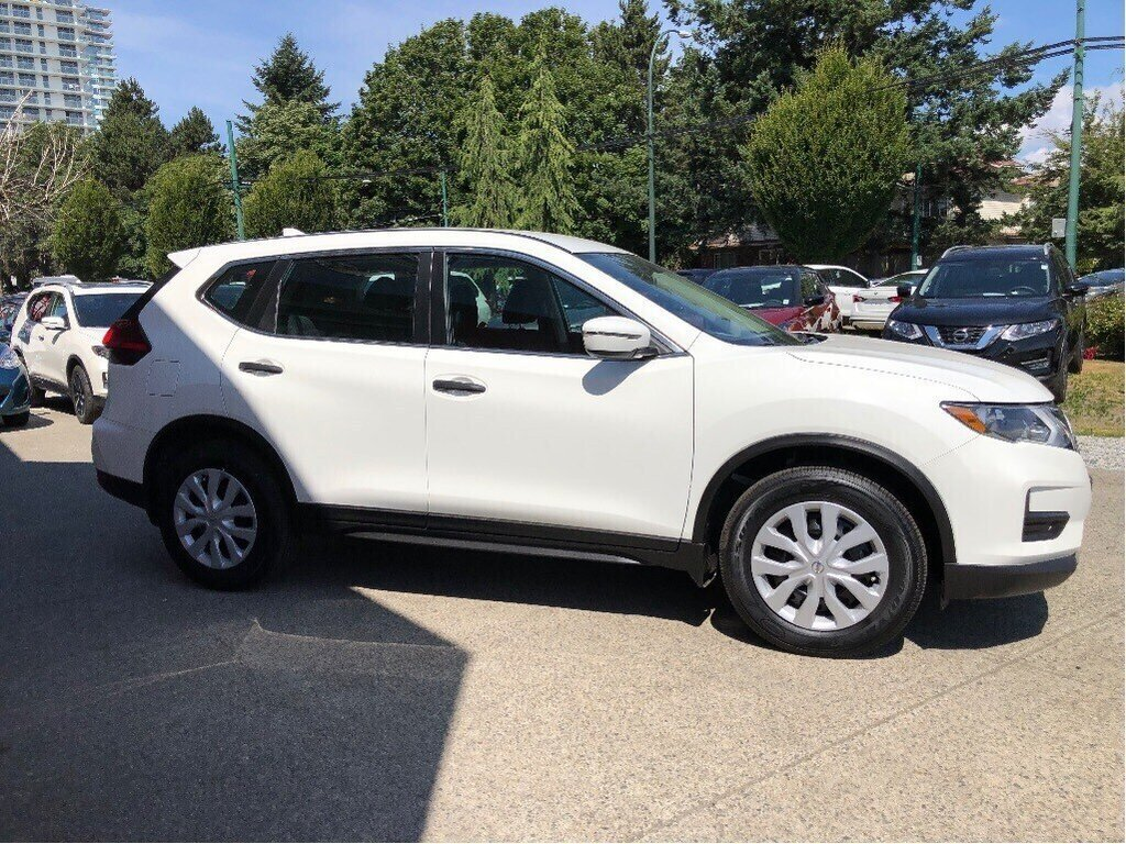2017 Nissan Rogue S FWD CVT in Vancouver, British Columbia - 4 - w1024h768px
