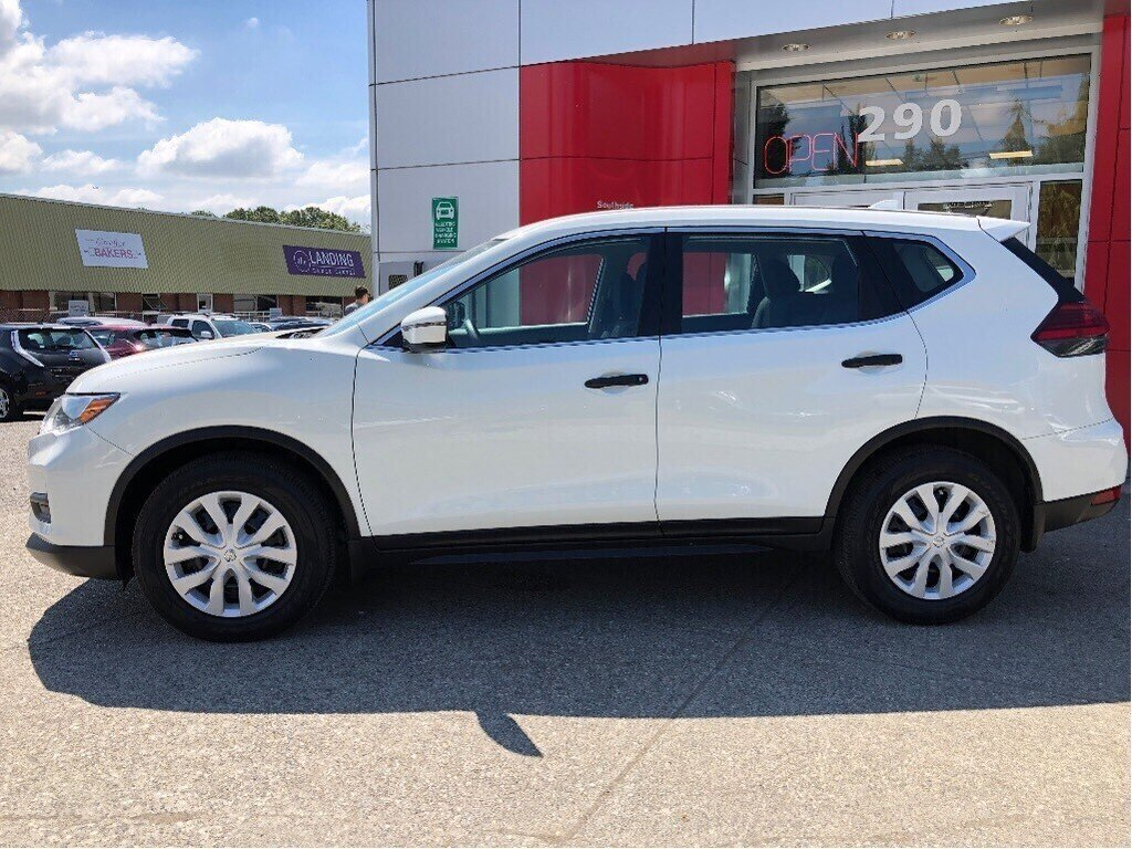 2017 Nissan Rogue S FWD CVT in Vancouver, British Columbia - 8 - w1024h768px
