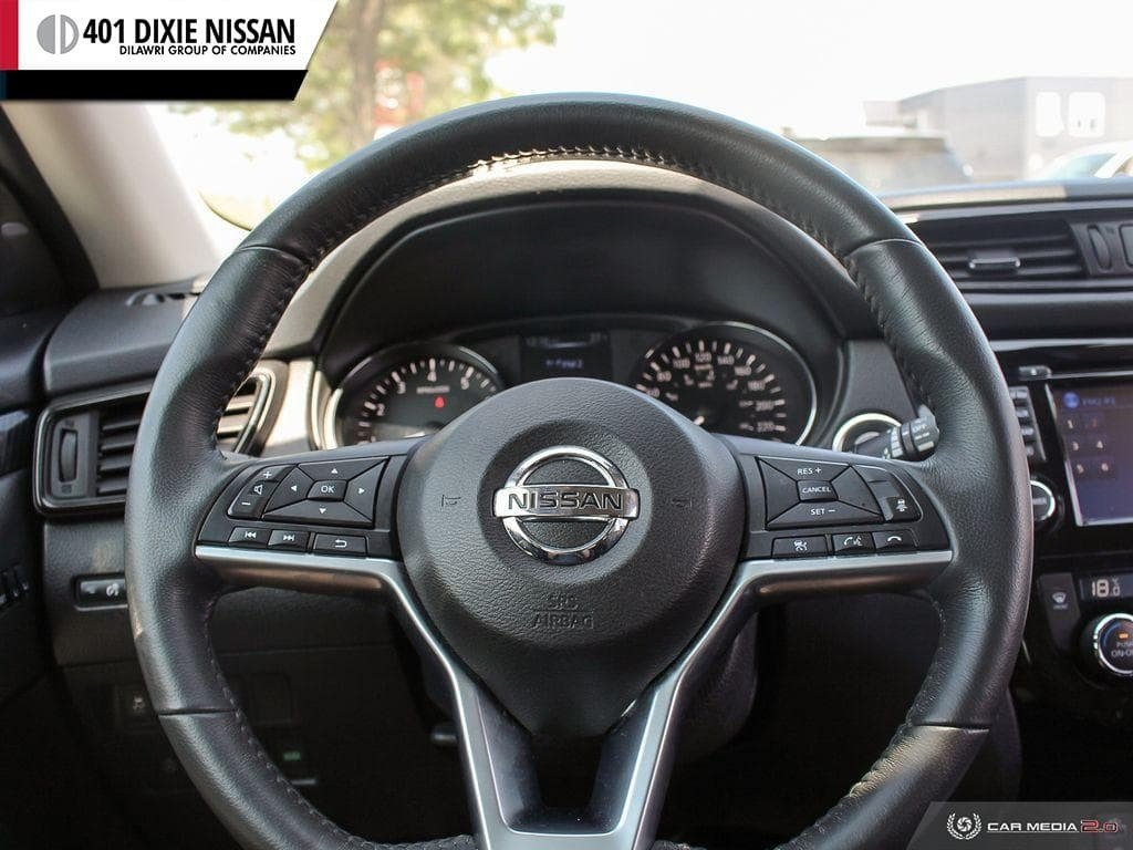 2017 Nissan Rogue SL Platinum AWD in Mississauga, Ontario - 13 - w1024h768px