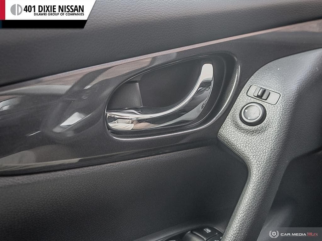 2017 Nissan Rogue S FWD CVT in Mississauga, Ontario - 18 - w1024h768px