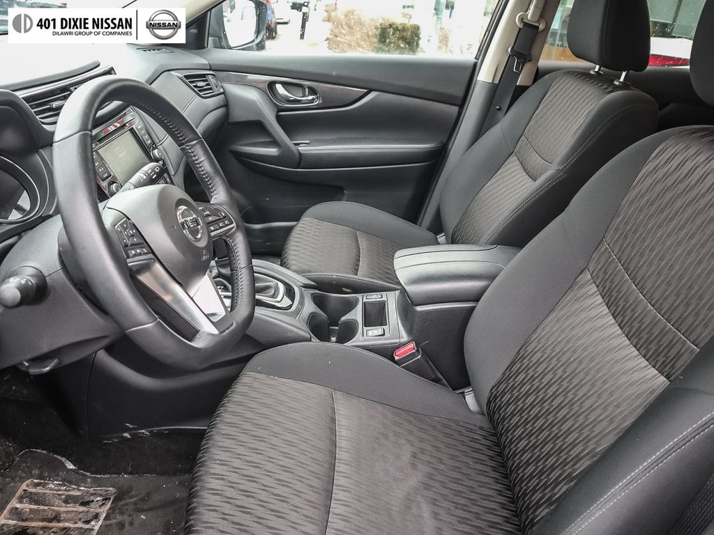 2018 Nissan Rogue SV AWD CVT in Mississauga, Ontario - 11 - w1024h768px