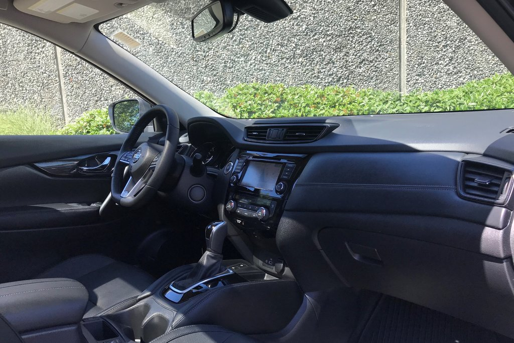2019 Nissan Rogue SL AWD CVT in North Vancouver, British Columbia - 11 - w1024h768px