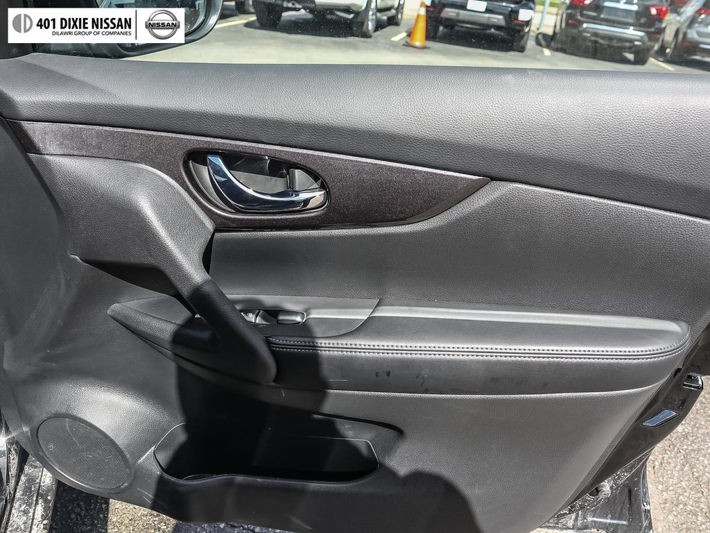 2019 Nissan Rogue SV AWD CVT in Mississauga, Ontario - 37 - w1024h768px