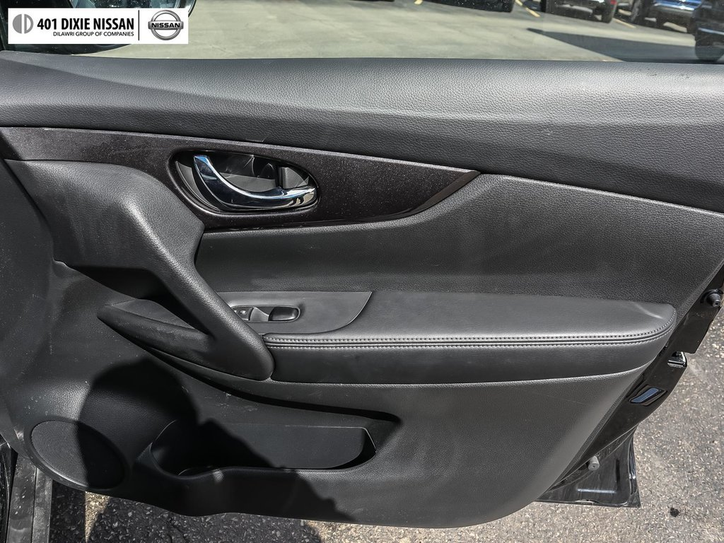 2019 Nissan Rogue SV AWD CVT in Mississauga, Ontario - 16 - w1024h768px