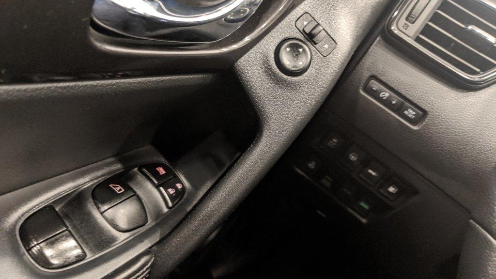 2019 Nissan Rogue SV AWD CVT in Regina, Saskatchewan - 3 - w1024h768px