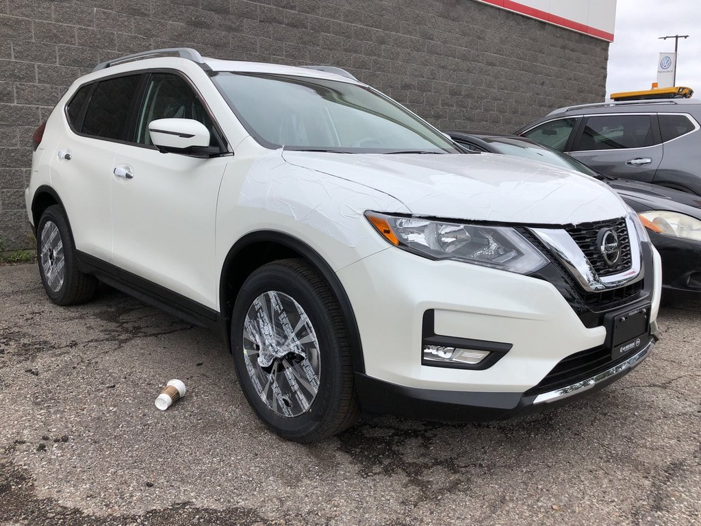 2020 Nissan Rogue SV AWD CVT in Mississauga, Ontario - 2 - w1024h768px
