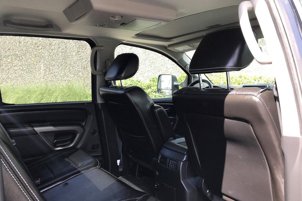 2015 Nissan Titan Crew Cab PRO-4X 4X4 SWB in North Vancouver, British Columbia - 9 - w1024h768px