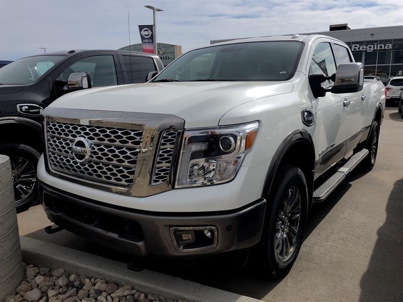 2019 Nissan Titan Crew Cab XD Platinum 4x4 Two-Tone Diesel in Regina, Saskatchewan - 1 - w1024h768px