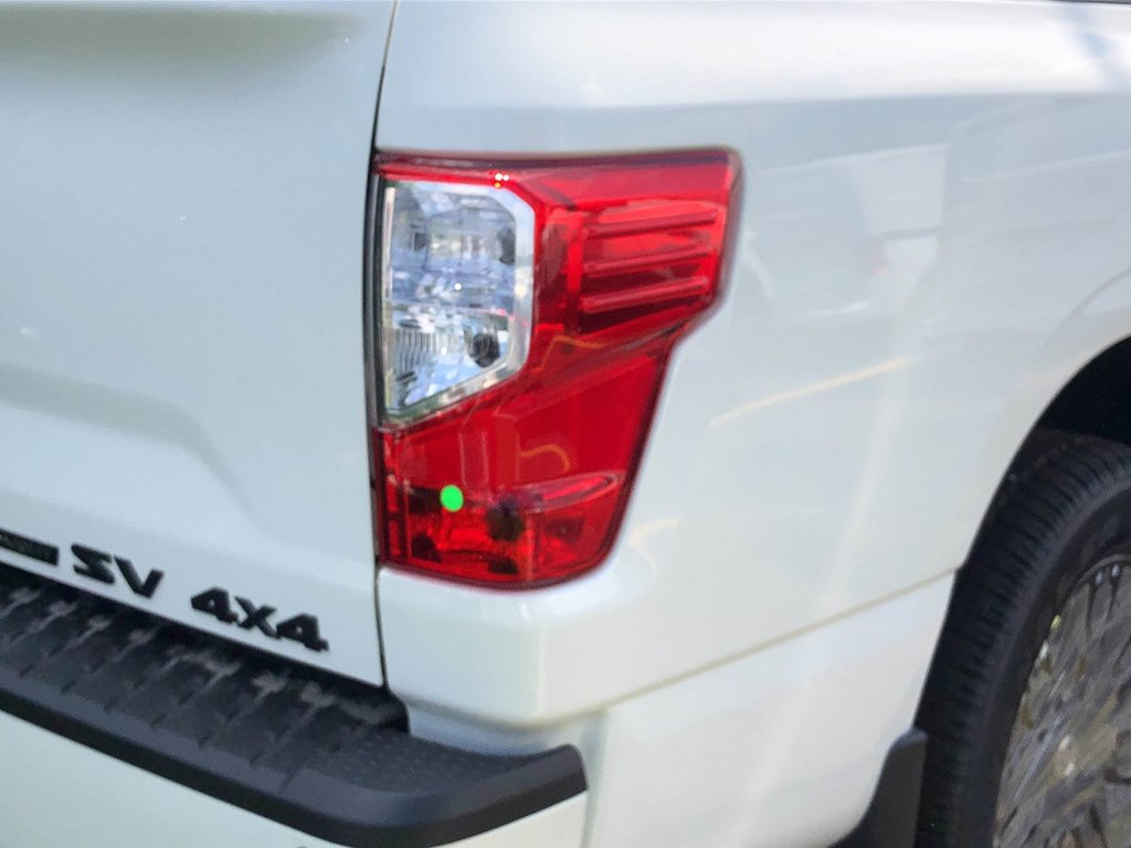 2019 Nissan Titan Crew Cab SV Midnight Edition in Mississauga, Ontario - 5 - w1024h768px