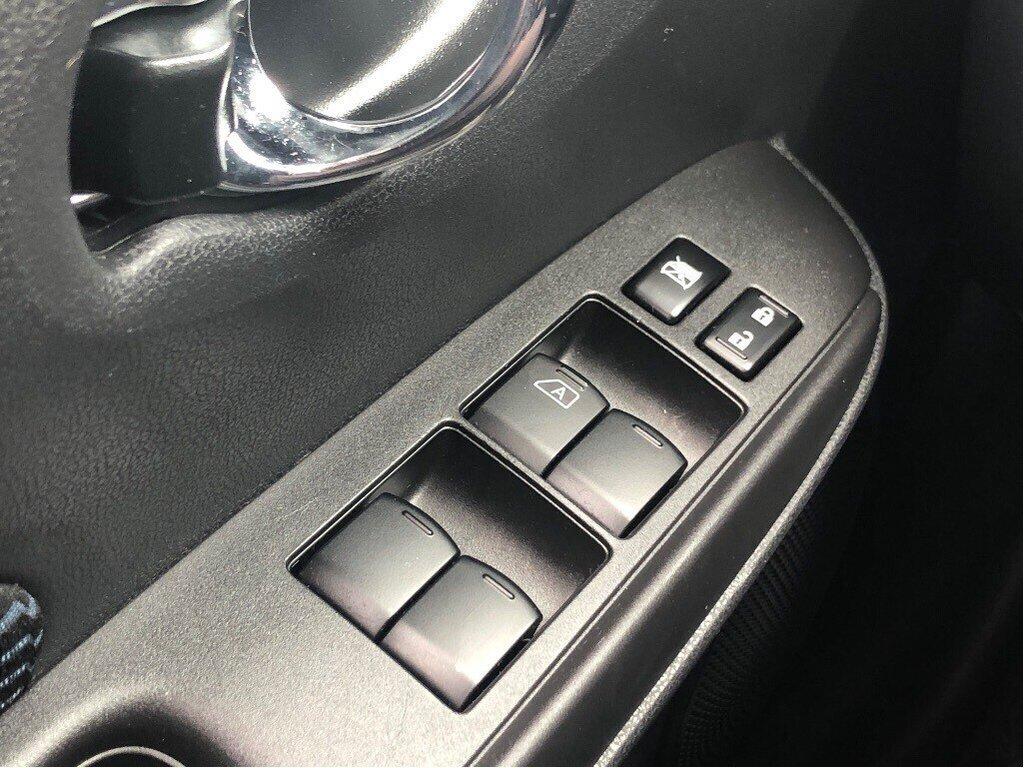 2018 Nissan Versa Note Hatchback 1.6 SV CVT (2) in Vancouver, British Columbia - 10 - w1024h768px