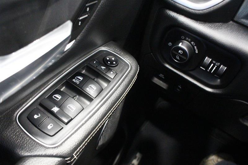 2019 Ram RAM 1500 Crew Cab 4x4 (dt) Laramie Low kms Premium Sound Keyless Go in Regina, Saskatchewan - 3 - w1024h768px