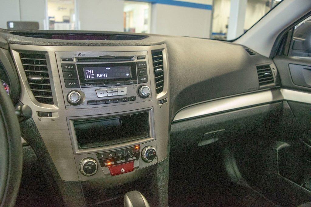 2013 Subaru Legacy 2.5i in Dollard-des-Ormeaux, Quebec - 20 - w1024h768px