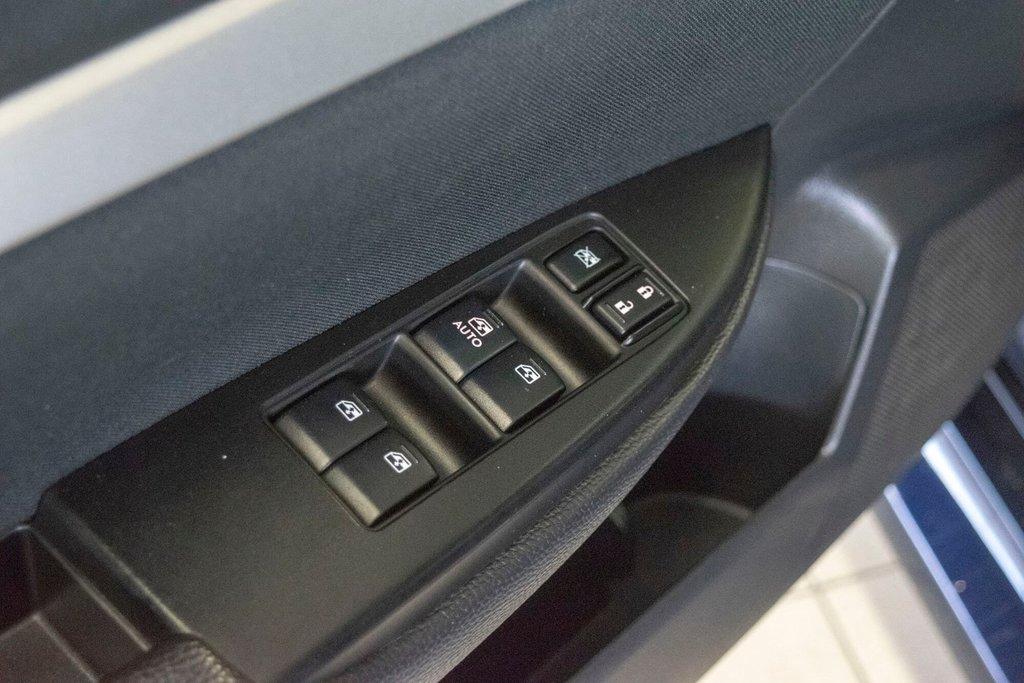 2013 Subaru Legacy 2.5i in Dollard-des-Ormeaux, Quebec - 26 - w1024h768px