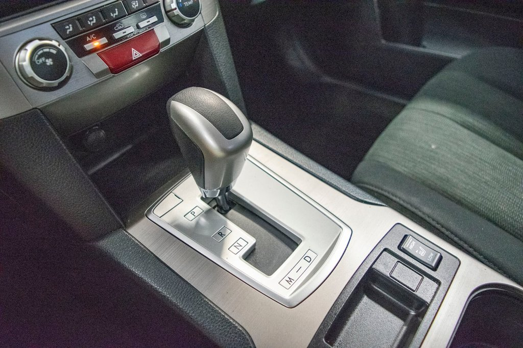 2013 Subaru Legacy 2.5i in Dollard-des-Ormeaux, Quebec - 21 - w1024h768px