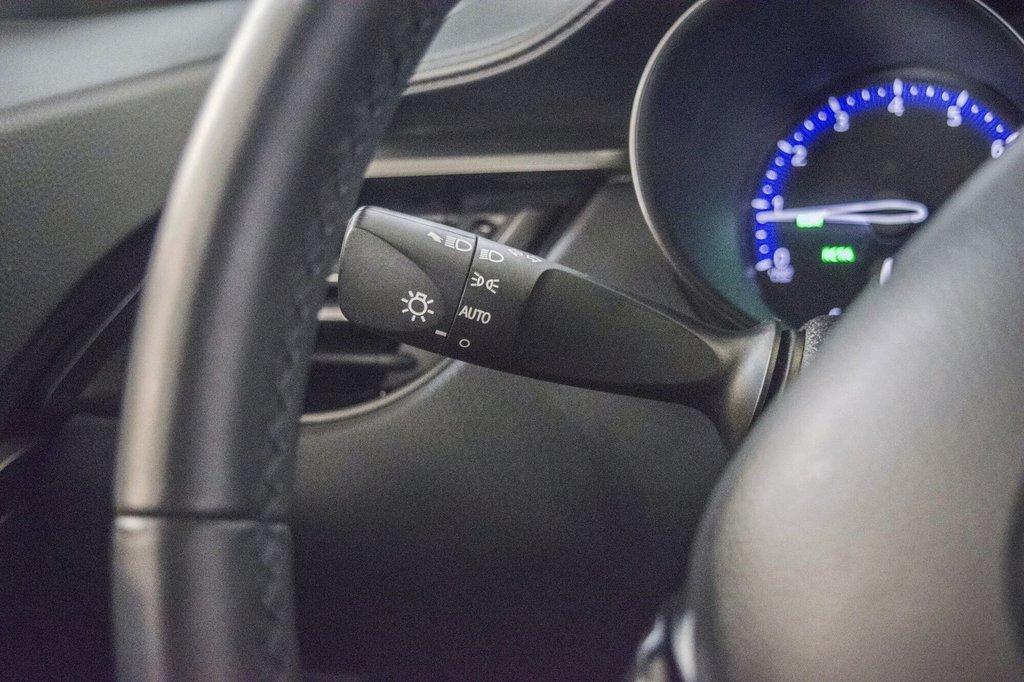 Toyota C-HR XLE/ Mags/ Caméra Recul /Sièges Chauffants /2 tons 2018 à Verdun, Québec - 22 - w1024h768px