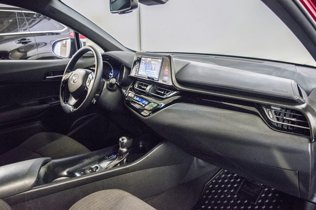 Toyota C-HR XLE/ Mags/ Caméra Recul /Sièges Chauffants /2 tons 2018 à Verdun, Québec - 18 - w1024h768px