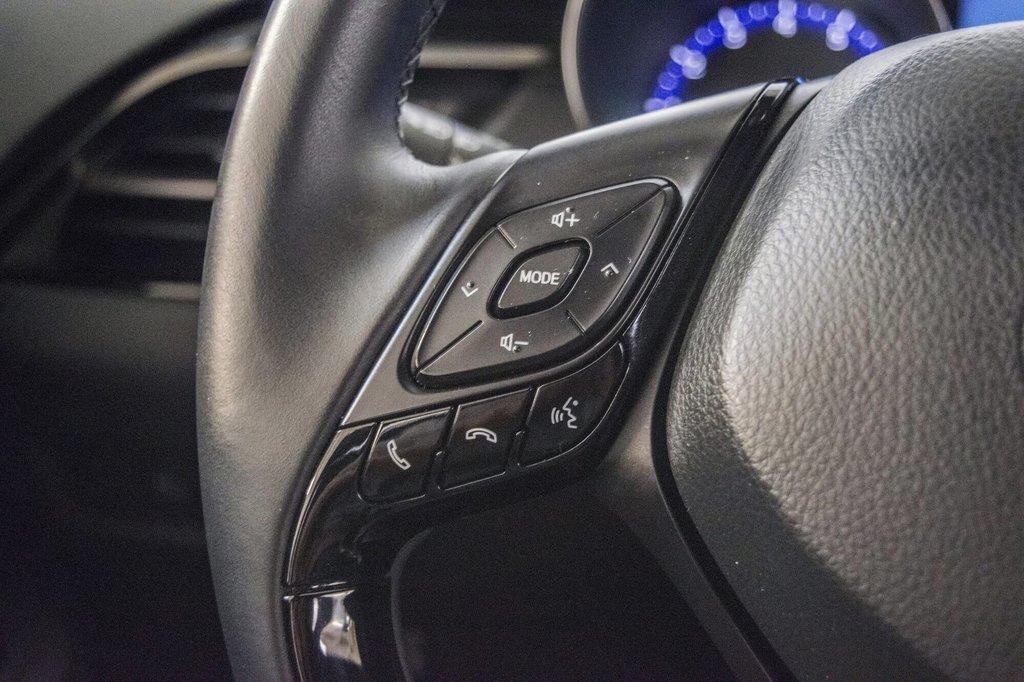 Toyota C-HR XLE/ Mags/ Caméra Recul /Sièges Chauffants /2 tons 2018 à Verdun, Québec - 19 - w1024h768px