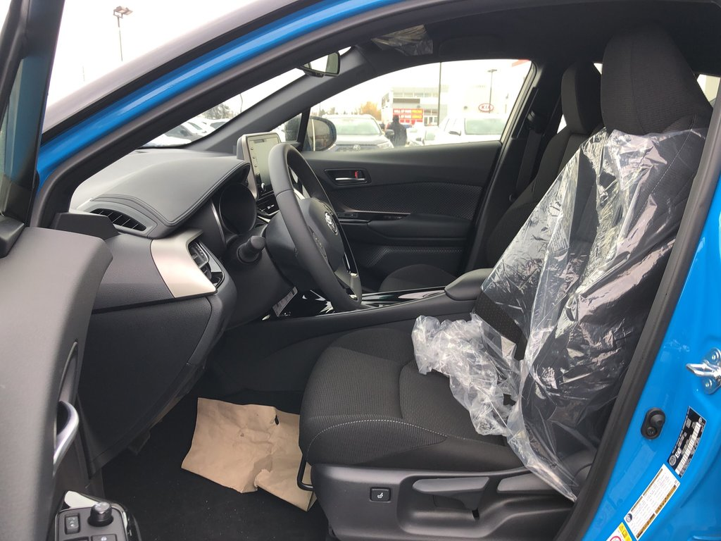 2019 Toyota C-HR XLE in Bolton, Ontario - 9 - w1024h768px