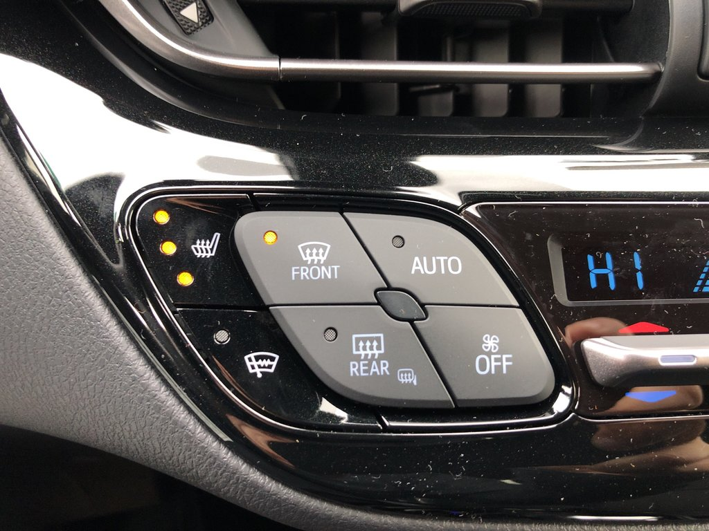 2019 Toyota C-HR XLE in Bolton, Ontario - 15 - w1024h768px
