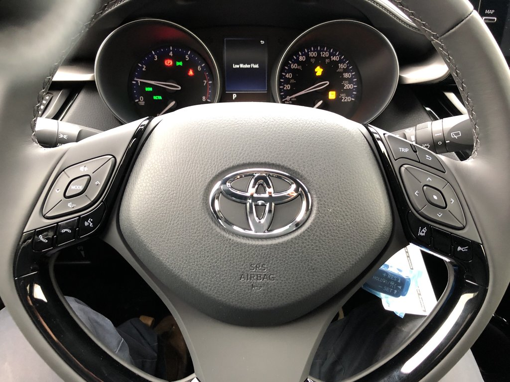 2019 Toyota C-HR XLE in Bolton, Ontario - 12 - w1024h768px