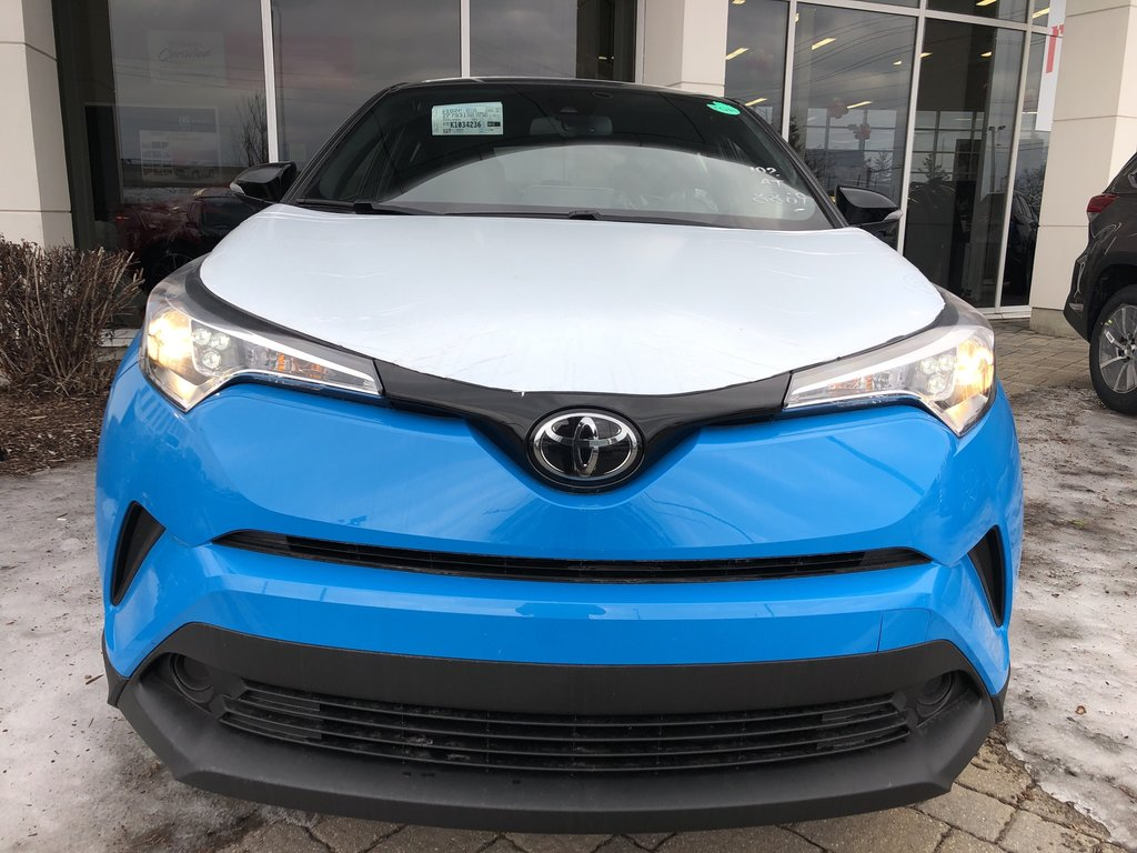 2019 Toyota C-HR XLE in Bolton, Ontario - 2 - w1024h768px