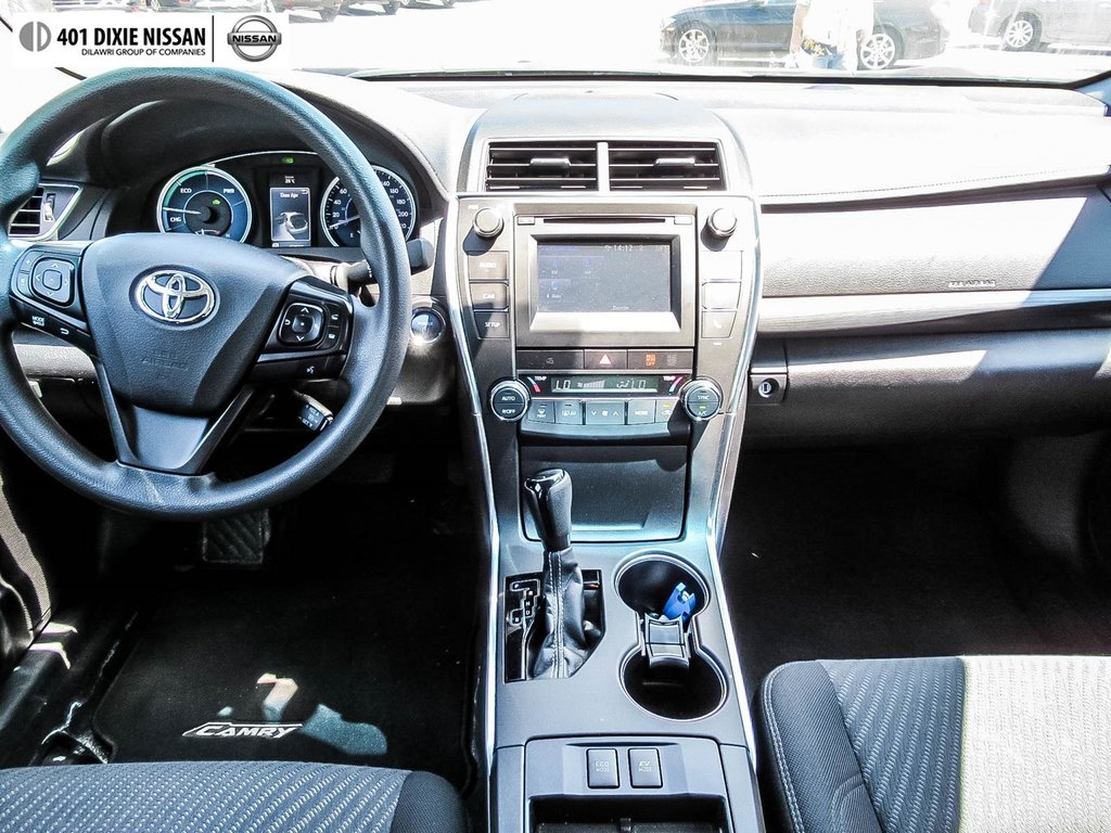 2017 Toyota Camry Hybrid LE CVT in Mississauga, Ontario - 29 - w1024h768px