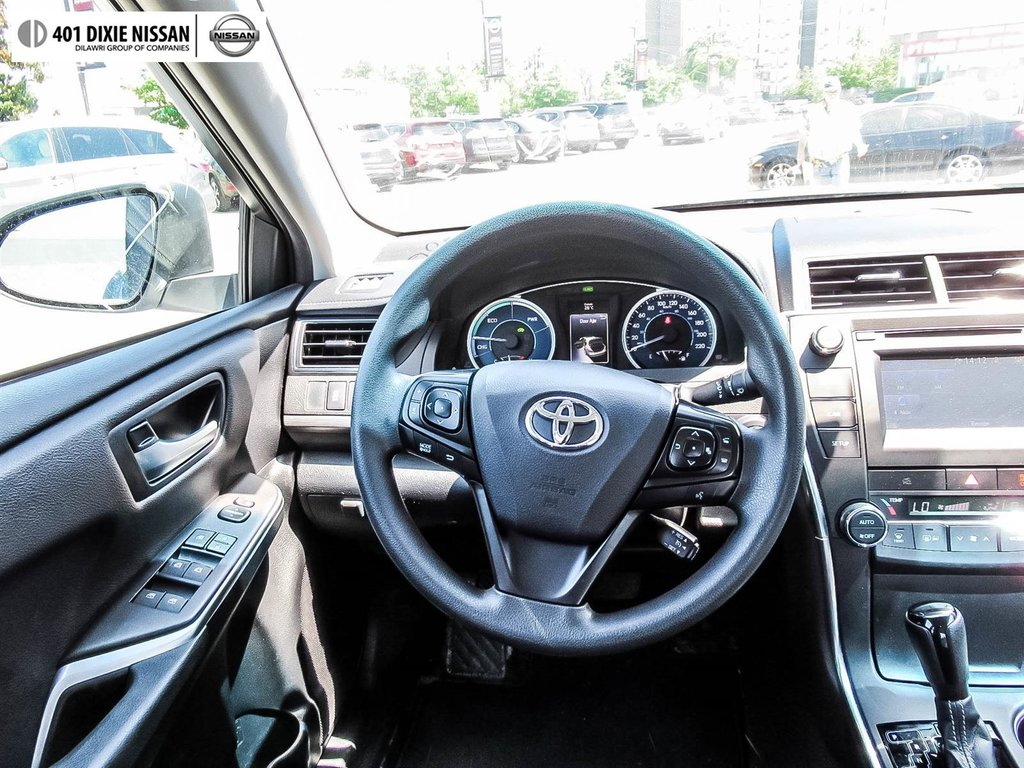 2017 Toyota Camry Hybrid LE CVT in Mississauga, Ontario - 28 - w1024h768px