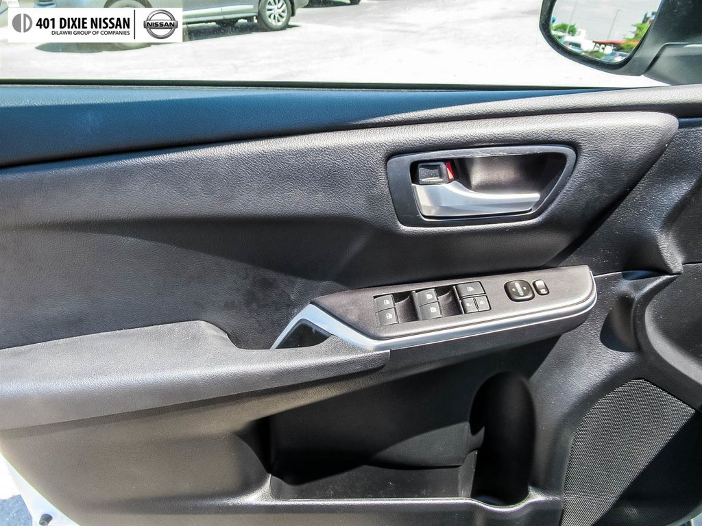 2017 Toyota Camry Hybrid LE CVT in Mississauga, Ontario - 8 - w1024h768px